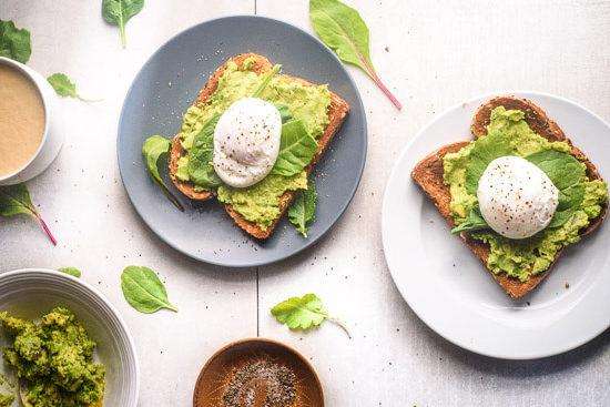 Ideas para desayunar, ideas fáciles de desayuno, recetas fáciles, recetas fáciles y rápidas, recetas de avocado toast, recetas para hacer avocado toast, avocado toast, cooking, breakfast.