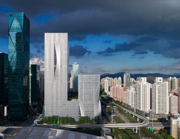 Rascacielos moderno en la ciudad de Shenzen, China.
