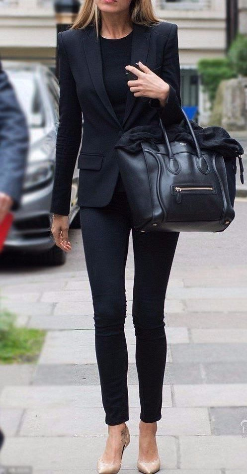 look para entrevista de trabajo , look todo negro, pantalón negro, camisa nergra, bolsa negra y zapatos negros. look monocromático.