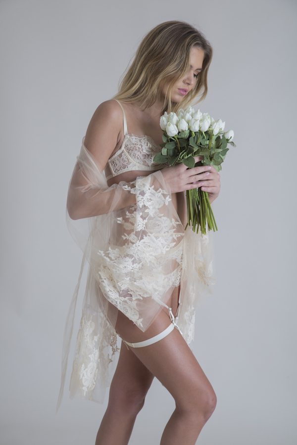 Minaci ropa interior femenina con transparencia y encaje.