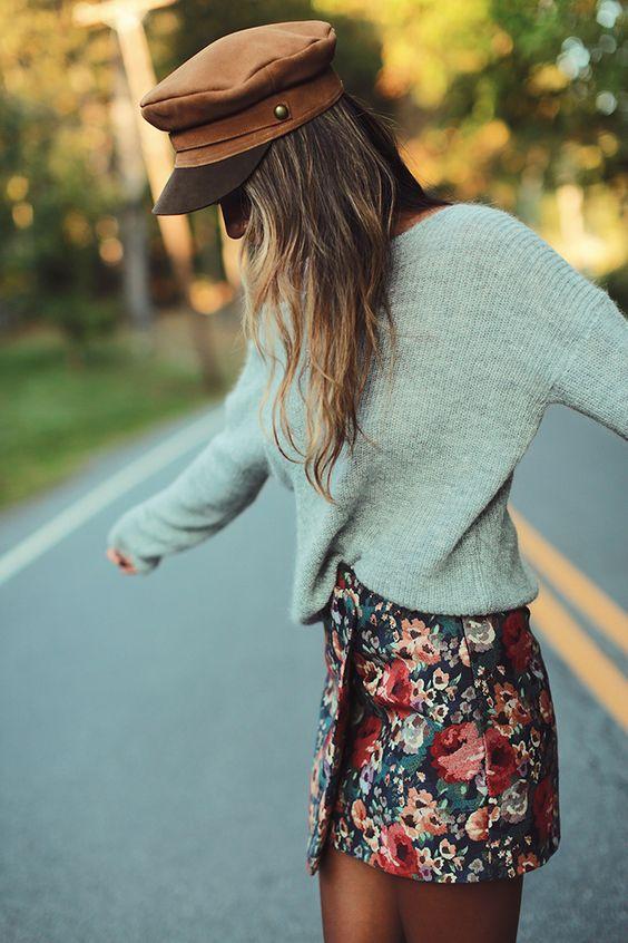 look de otoño, look entretiempo, look casual, look para el frío, ootd, fall looks, ropa de otoño, outfit otoño, ropa otoño, casual look, falda corta con suéter, boina, colores para invierno.