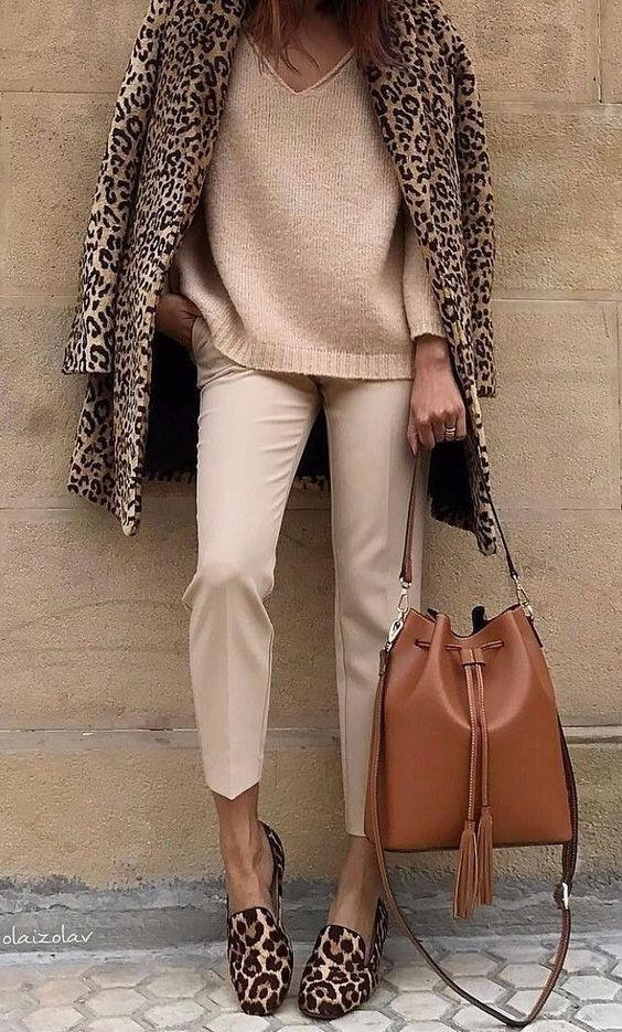 look de otoño, look entretiempo, look casual, look para el frío, ootd, fall looks, ropa de otoño, outfit otoño, ropa otoño, casual look, look monocromático, look animal print, saco animal print, saco de lepoardo, zapatos animal print, slippers animal print, total look animal print.