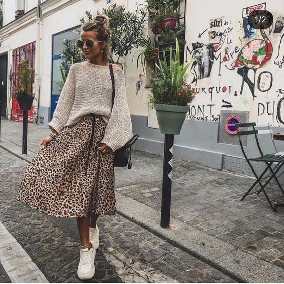 look de otoño, look entretiempo, look casual, look para el frío, ootd, fall looks, ropa de otoño, outfit otoño, ropa otoño, casual look, look leopardo, falda de leopardo, falda con tenis, falda con suéter, leopardo otoño, falda animal print, look animal print otoño.
