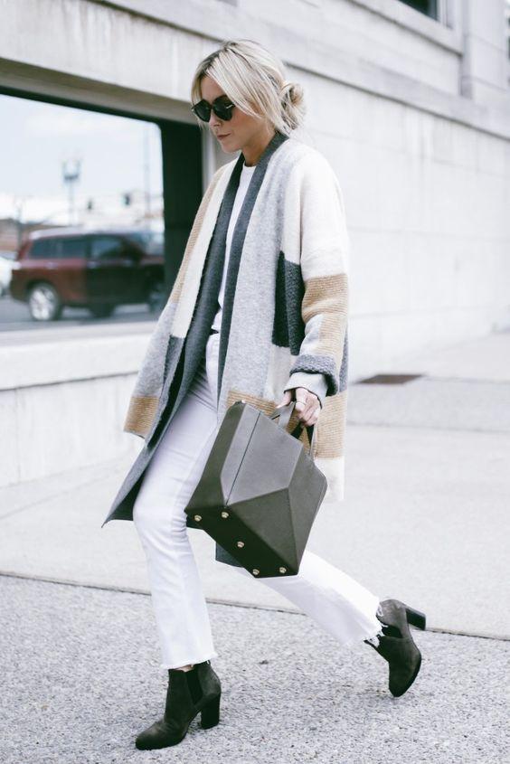 look de otoño, look entretiempo, look casual, look para el frío, ootd, fall looks, ropa de otoño, outfit otoño, ropa otoño, casual look, look con pantalón blanco, abrigo claro, abrigo largo, look monocromático.