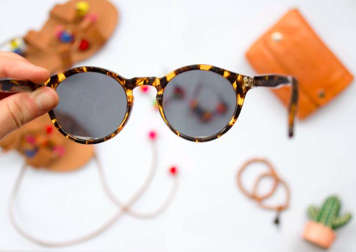 Gafas de sol, tendencias de moda 2019, fashion trends 2019, bolsos de bambú, frunces, zapatillas, piel de serpiente, moda sostenible, tendencias de mujer, tendencias de belleza, tendencias de moda, fashion trends, moda de mujer.