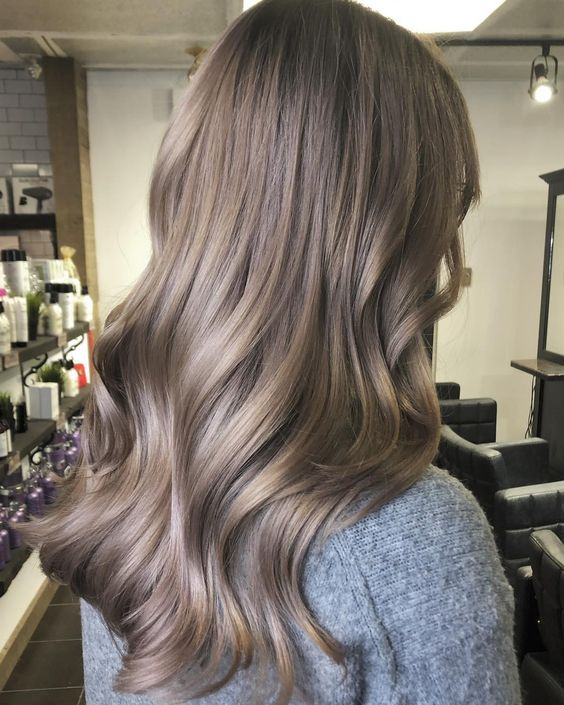 Mushroom blonde, hair, hair ideas, hair dye, hair trends, beuty trends, tendencias de belleza, champiñon, pelo color champiñon, ideas de pelo, ideas para pintarte el pelo, cómo pintarte el pelo, pelo.