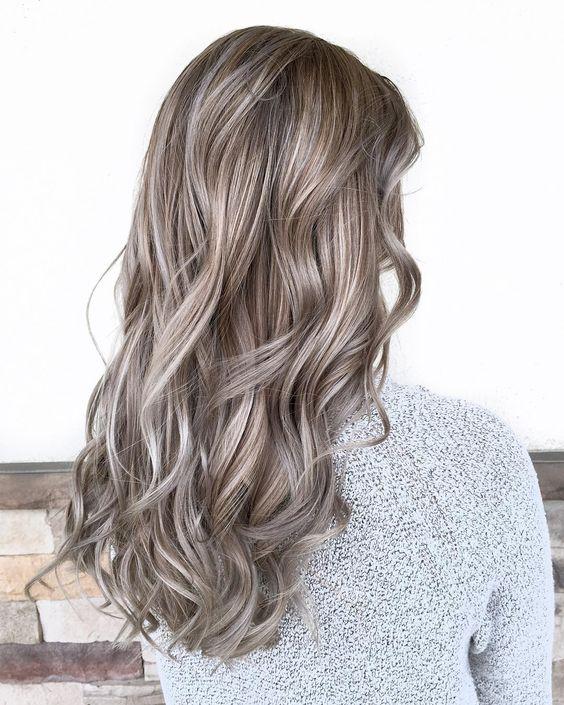 Ideas para el pelo, ideas para arreglar el pelo, tips de belleza, mushroom blonde, hair, hair ideas, hair dye, hair trends, beuty trends, tendencias de belleza, champiñon, pelo color champiñon, ideas de pelo, ideas para pintarte el pelo, cómo pintarte el pelo, pelo.