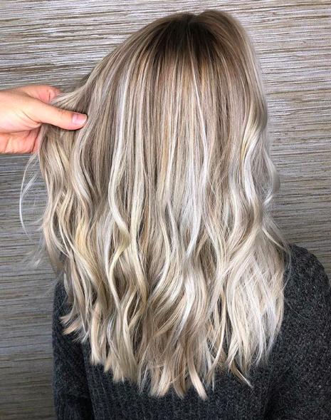 Mushroom blonde hair, mushroom brown hair, hair, hair ideas, hair dye, hair trends, beuty trends, tendencias de belleza, champiñon, pelo color champiñon, ideas de pelo, ideas para pintarte el pelo, cómo pintarte el pelo, pelo.