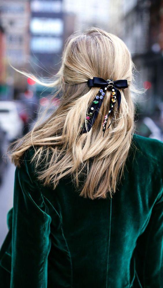 Cómo usar listones en el pelo, peinados, ideas de peinados diferentes, Listón en el pelo, ribbon trend, lazos en el pelo, hairstyle trend, beuty trend, tendencias de belleza, ideas para usar listones en el pelo, ideas para usar listón en el pelo, peinados, ideas de peinados, ideas de peinados casuales.