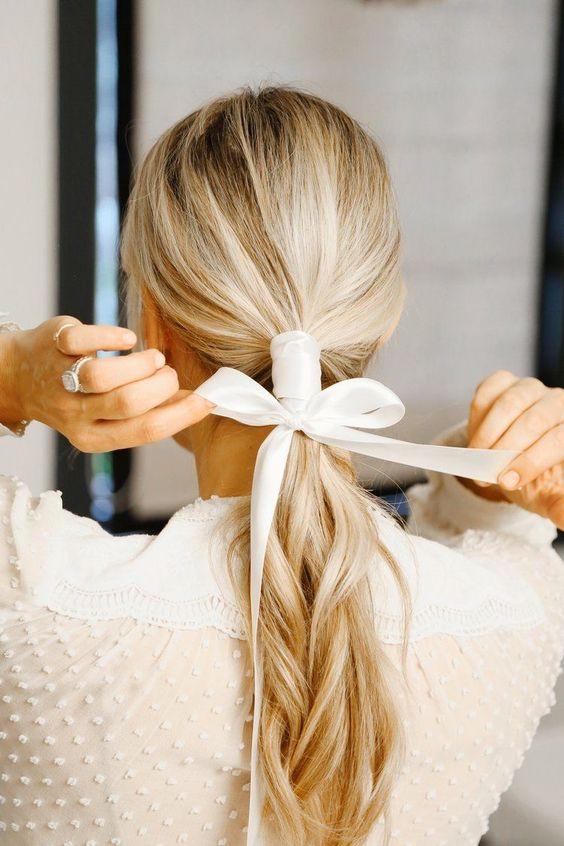 Peinados diferentes, peinados originales, cómo peinarte de manera original, peinados originales, peinados casuales, lazos en el pelo, ribbon style, ribbon hairstyle.