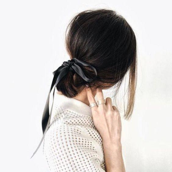 Ideas de peinados diferente, chongo con listón, peinados con listón, Cómo usar listones en el pelo, peinados, ideas de peinados diferentes, Listón en el pelo, ribbon trend, lazos en el pelo, hairstyle trend, beuty trend, tendencias de belleza, ideas para usar listones en el pelo, ideas para usar listón en el pelo, peinados, ideas de peinados, ideas de peinados casuales.