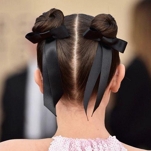 Lazos en el pelo, Moños, peinado con moño, moños en los peinado, ideas de peinados diferentes, ribbon trend, tendencia peinado, peinados en tendencia, accesorios, accesorios para el pelo, accesorios diferentes para el pelo.